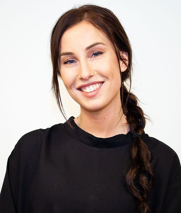 Emina, frisör på Ansa i Göteborg